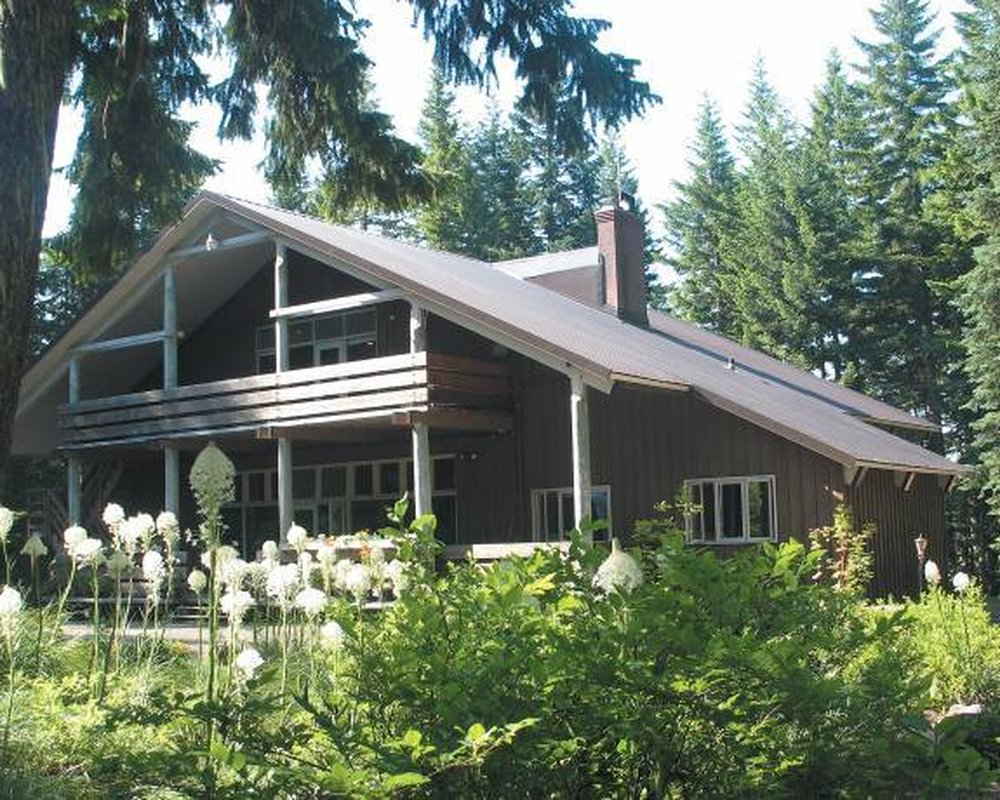 Mazama Lodge in summer